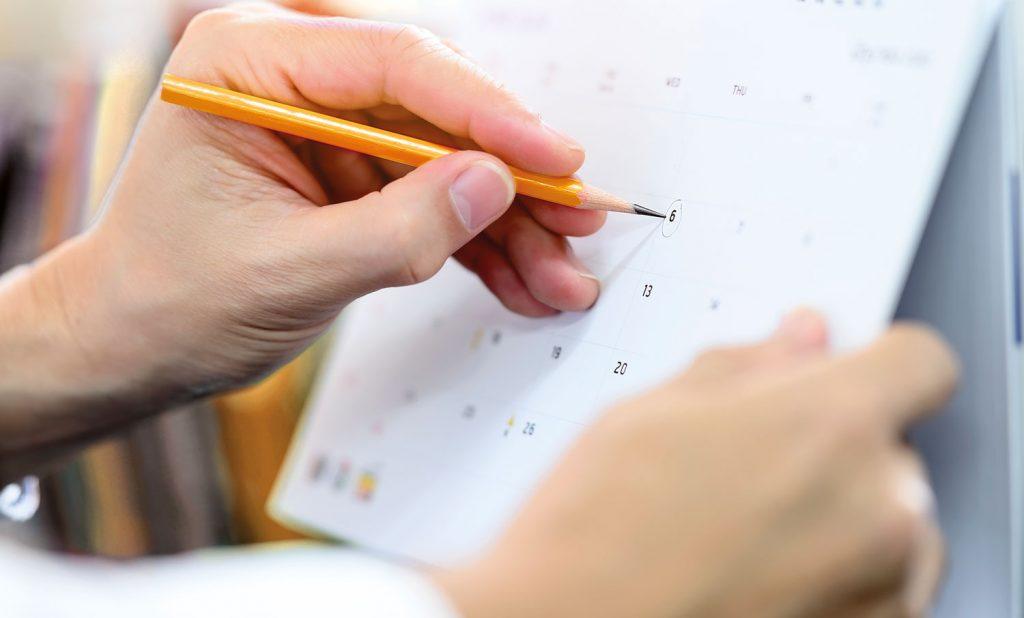 Kalender wird ein Tag eingekreist mit Bleistift